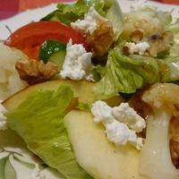 リンゴとカリフラワーとくるみのサラダ~手作りバルサミコ酢ドレッシングでいただきます♪