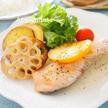 秋鮭のムニエル レモンジンジャーペパーソース