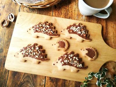 恐竜型でハリネズミクッキー&30年前のクッキー型