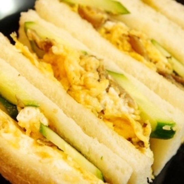 粋な大人の、山椒薫る舞茸タマゴ炒めの和風サンド……で朝から呑みたくなってはいけません