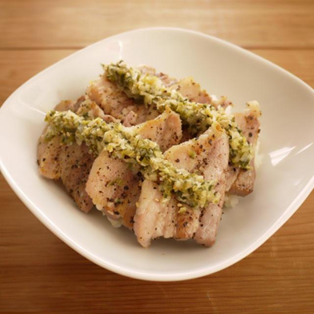 ねぎ塩豚バラ丼
