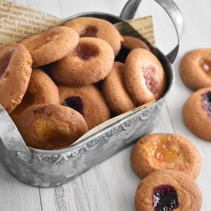 アルミ缶に入った型抜き不要のジャムのせクッキー