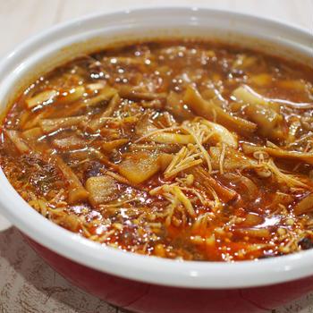 きのこと牛肉のピリ辛スープ