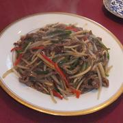 牛肉とピーマンの細切りあんかけ焼きそば(青椒牛肉絲炒麺)
