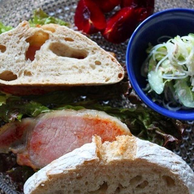 天然酵母パンでサンドウィッチ