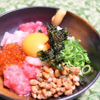 ばくだん納豆。孤独のグルメの再現レシピ風、簡単おつまみ、ご飯に乗せても。