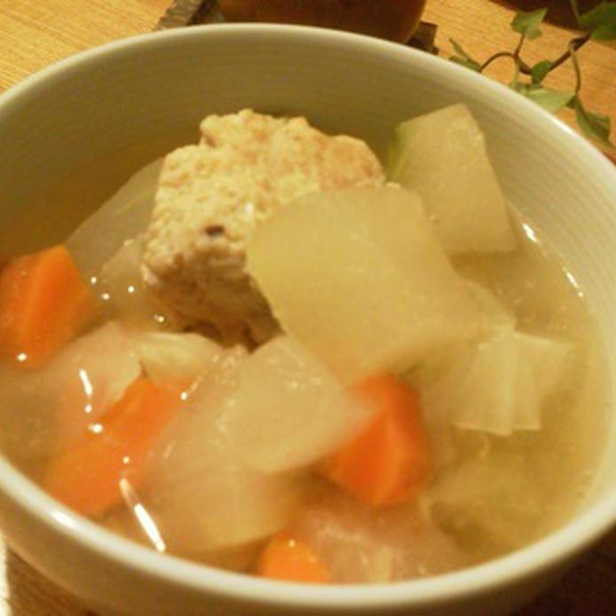 冬瓜・ニンジン・鶏団子が具材の和風スープ