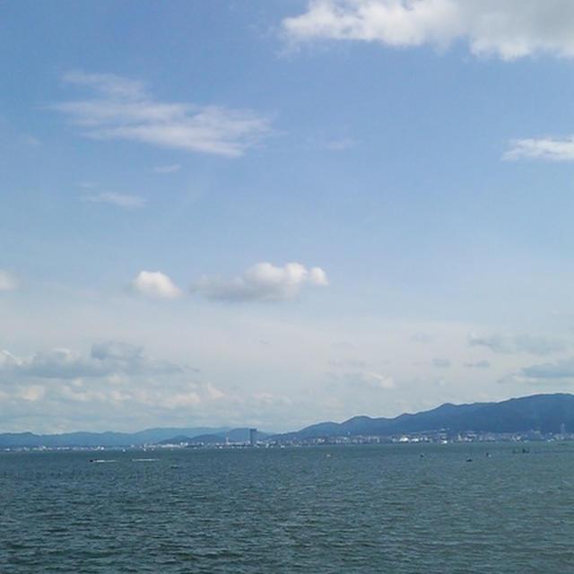 今のびわ湖今朝は突風の音で目が覚めましたが、お天気が回復しました。びわ湖からの涼しい風...
