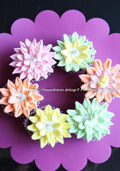 マシュマロで簡単デコ☆フラワーチョコカップケーキ