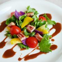 夏野菜とベーコンのサラダ。チョコレートドレッシングで♪