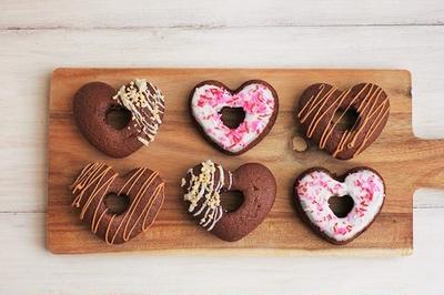 ホットケーキミックスで簡単♪ハートの焼きドーナツ