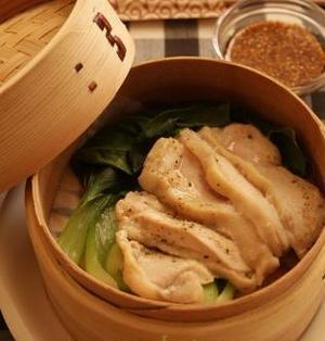 鶏むね肉とチンゲン菜のセイロ蒸し