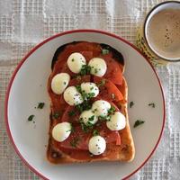 モッツァレラチーズとトマトのピザ風トースト