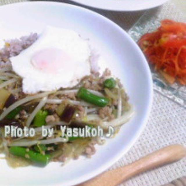 夏に食べたいエスニック料理☆ナスとひき肉のバジル炒めごはん☆