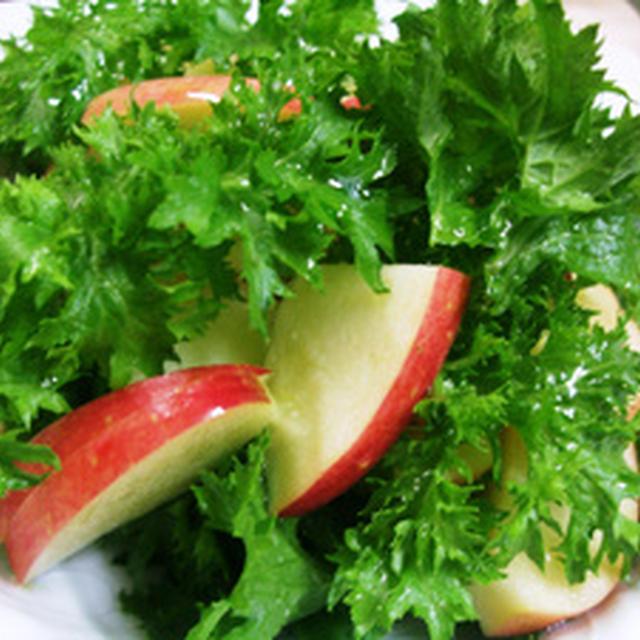 わさび菜とりんごのシンプルサラダ