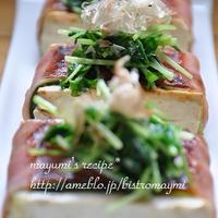 豆腐たっぷり節約献立~ベーコン巻き豆腐ステーキ。なんちゃって肉そぼろと夏野菜のドライカレー。~