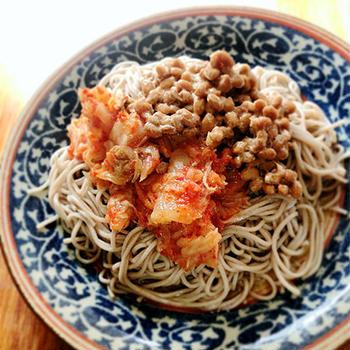 納豆キムチ蕎麦