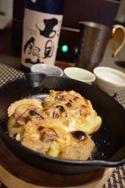 とろーりチーズの鯖塩辛ポテト、大田蓮根とモロヘイヤの梅土佐和え、おやつ豆の白和え、ホヤ山椒飯