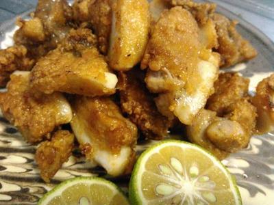 ジャガイモとオクラの味噌マヨ焼き、鮪のアラの竜田揚げ、わかめの酢の物