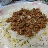 フレンチハーブミックスで爽やか♪ 納豆と新玉ねぎのサラダ