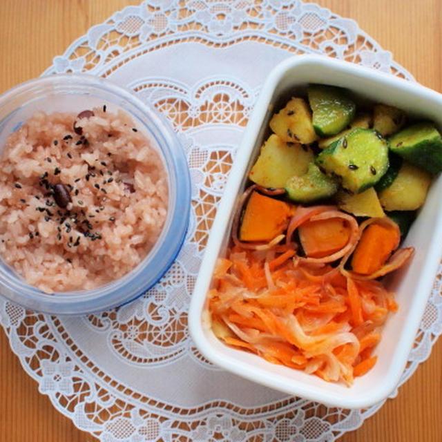 お赤飯とサラダ弁当