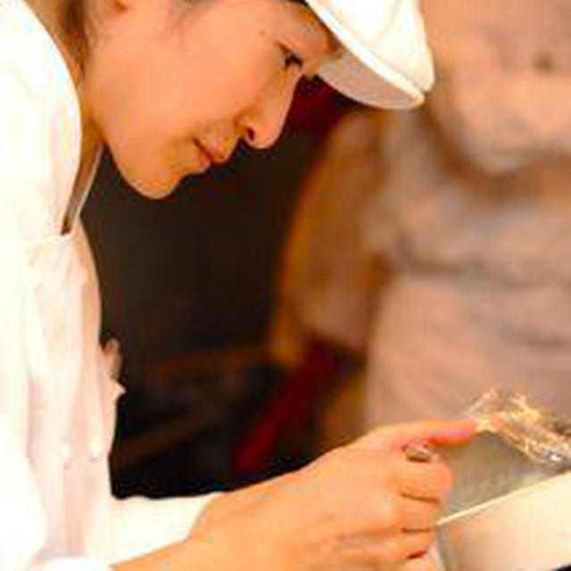 …今月の神戸での料理教室の準備中です。.トロピカルフルーツとマンゴーのスープに、バニ...