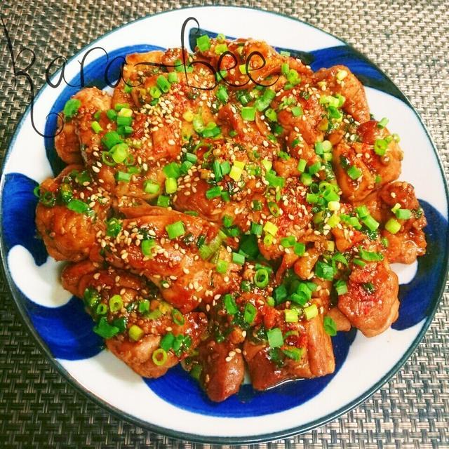お皿に乗った中華ネギ味噌照り焼きチキン