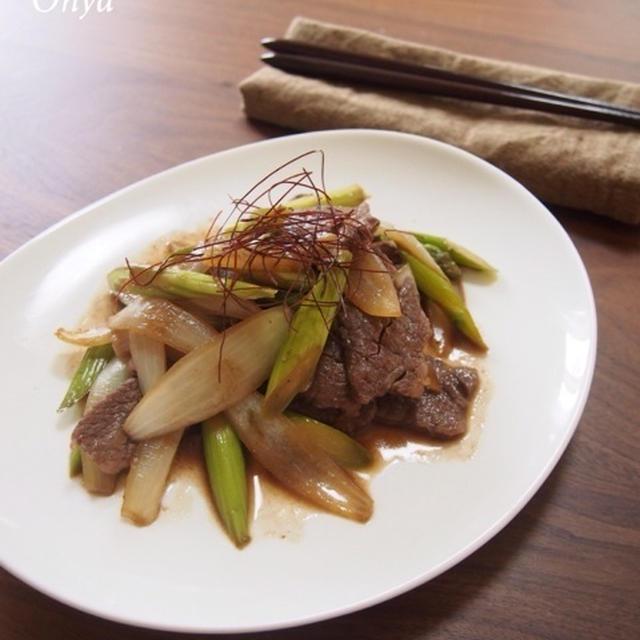 【簡単カフェ飯】晩ごはんの一品に。ささっと炒めるだけ♪アスパラと牛肉炒め~♪