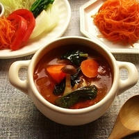 『ハウスおろし生しょうが<お徳用>』を使って、トムヤムクン風の野菜たっぷりスープ♪