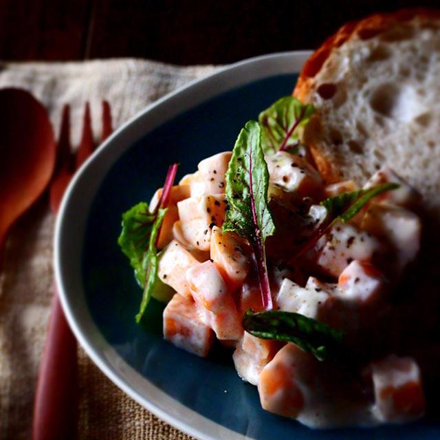 柿とヨーグルトのサラダ