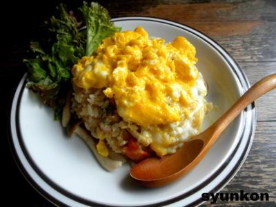 【簡単!!カフェごはん】とろとろ卵乗せコンソメバター醤油焼き飯