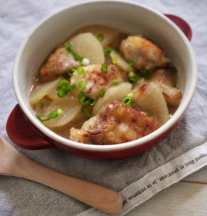 ごま油が香る、唐揚げと大根の中華風煮物。
