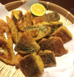 塩サバのカレー風味皮パリパリ焼き(フライパンと少量オイルで)でフライでー