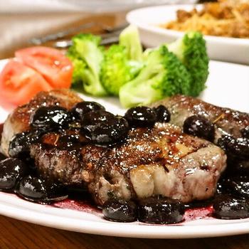 ラム肉ステーキ*ブルーベリーソースで