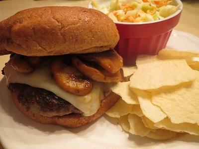 Mushroom Swiss Burger/スイスチーズとキノコのバーガー