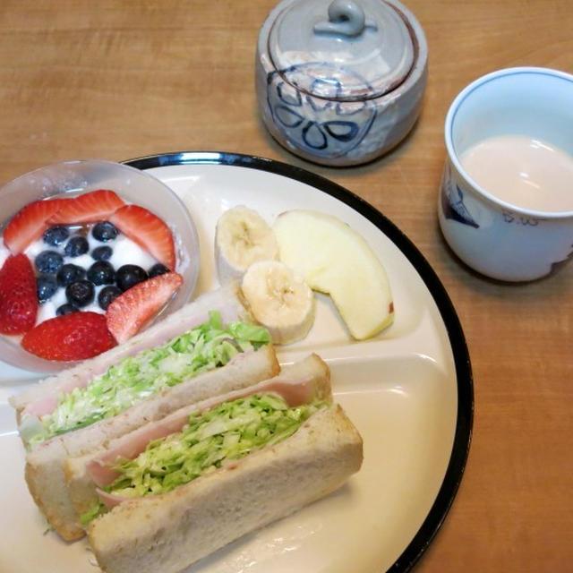 沼サンの朝食 と 『出た! おばけきゅうり!』♪