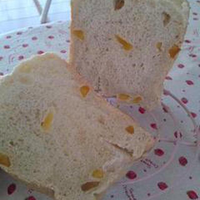 ドライアップルとメープルのライ麦パン