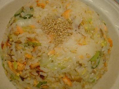 シンプルなのに美味しい鮭チャーハン☆フライパンで3分!(2人分)