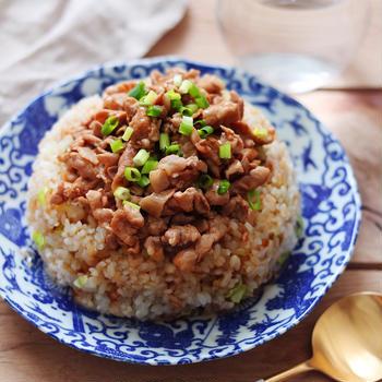【簡単レシピ】豚肉で作る、餡掛けチャーハン!