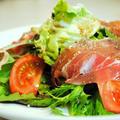 5分でできて簡単おしゃれ♪生ハムとベビーリーフ、トマトのサラダ バルサミコドレッシング