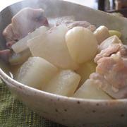 にんにく塩味の鶏肉と大根の煮物