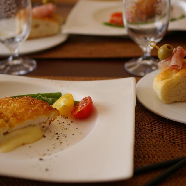 鶏むね肉のチーズフライ ピリ辛タルタルソース添え【レシピ】
