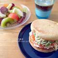 スモークサーモンとアボカドのサンドイッチ