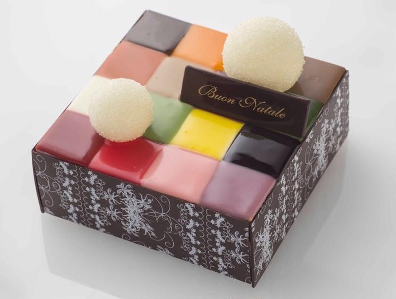 ■「モザイクケーキ」5,500円(税抜) ※限定100台<br><br>3cm四方の小さなムースケー...