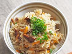 さんまの蒲焼き缶詰で作る簡単炊き込みご飯